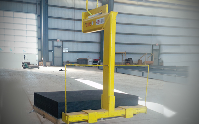 Below-the-hook lifting devices- palletlifter