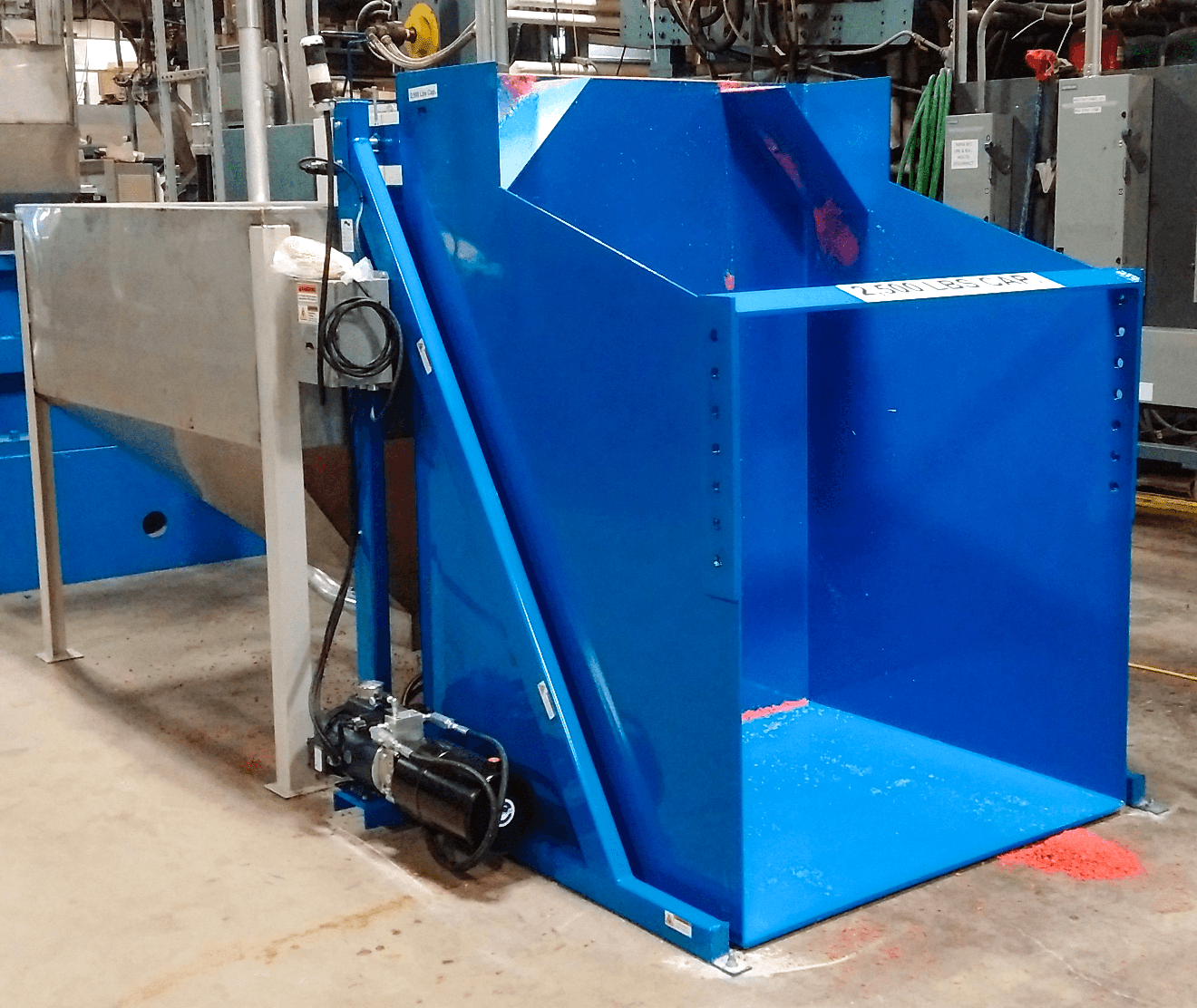 Dumper with Containing Compartment